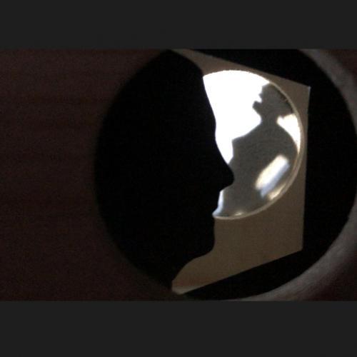 Homenaje a Duchamp. Eros Teatro. 2019 Detalle interior de una de las cajas. Sombras chinescas con autorretrato.