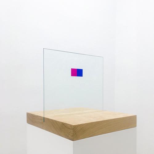 Beatriz Castela Interference Técnica: Roble, vidrio pintado y madera esmaltada. Medidas: 165 x 130 x 130 cm aprox. 2019