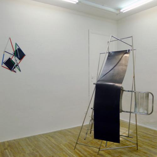"""""""S/T 2"""" (de la serie """"Santurios, espacios para el no habitar""""), 2012/2016 Acero inoxidable, hierro y caucho."""
