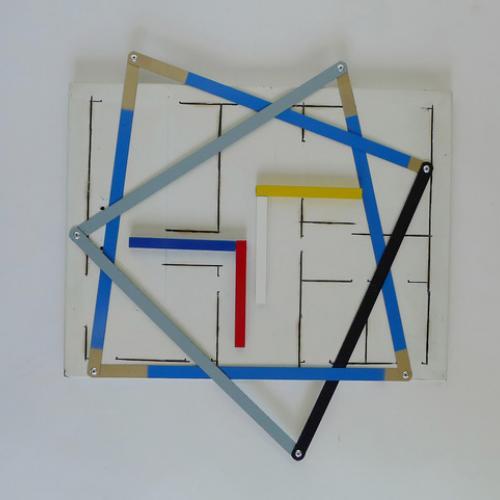 """""""S/T"""". 2018, (de la serie �sual Improvisations""""). 39 x 37 x 4 cm. Metal reciclado pintado y hojas de sierra."""