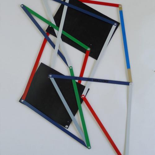 """""""S/T"""". 2018, (de la serie �sual Improvisations""""). 72 x 49 cm. Hojas de sierra, caucho y remaches."""