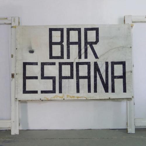 """�R ESPAÑA – IM HAUS VON GOETHE"""", (Instalación), 2018. 232 x 380 x 20 cm. Madera y lona reciclados y pintura."""