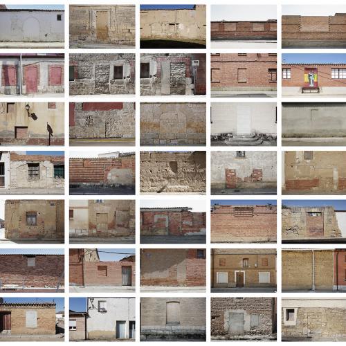 """Archivo Territorio. Proyecto 𠇊rcadia"""" (Puertas y ventanas ciegas). 219,9x570 cms. (91 fotografías de 29,7x42 cms.) 2016-2020."""