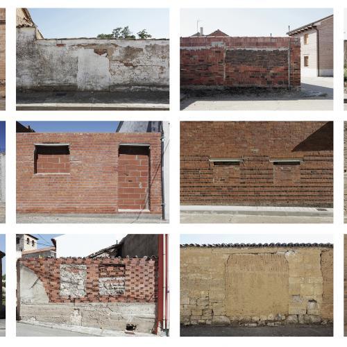 """Archivo Territorio. Proyecto 𠇊rcadia"""" (Puertas y ventanas ciegas). 219,9x570 cms. (91 fotografías de 29,7x42 cms.) 2016-2020. (Detalle)."""