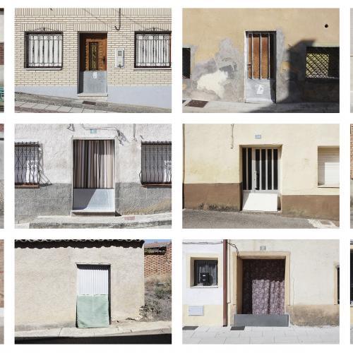 "Archivo Territorio. Proyecto 𠇊rcadia"" (Puertas var.1). 219,9x1670 cms. (260 fotografías de 29,7x42 cms.) 2016-2020. (Detalle)."