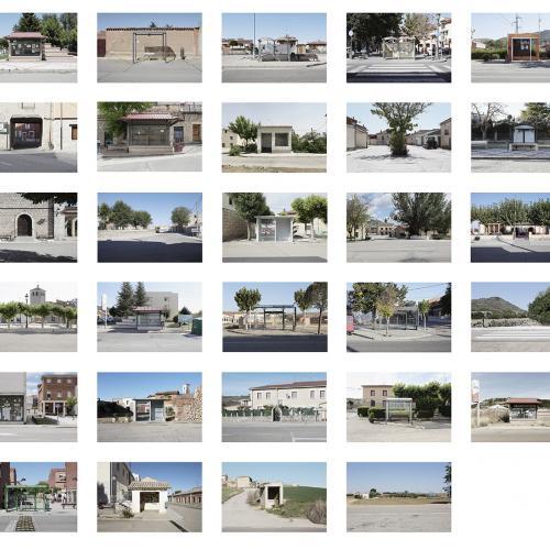 """Archivo Territorio. Proyecto """"Geografía"""" (Apeaderos, Cerrato, Palencia, Burgos, Valladolid), 145,5x404,1cms. (73 fotografías de 21x29,7 cms y 13 cartelas con textos de 9x13 cms.) 2016-2018."""