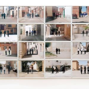 """proyecto """"Extras"""" (209-11); S/T, 16 fotografías de 20x30 cms/u., instalación: 84x124 cms."""
