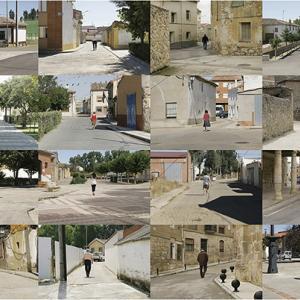 """proyecto """"Extras"""" (209-11); S/T, 24 fotografías de 24x36 cms/u., instalación: 100x222 cms."""