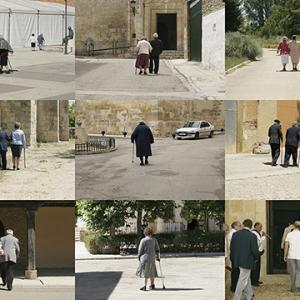 """proyecto """"Extras"""" (209-11); S/T, 20 fotografías de 20x30 cms/u.; instalación: 84x155 cms."""
