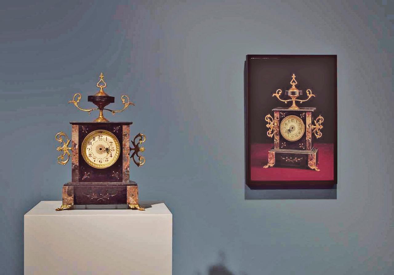(Unidad I) Ensamblaje de objetos recuperados, electricidad, música y movimiento. 41 x 27 x 17 cm.  (Unidad II) Óleo / lino - 55 x 38 cm.