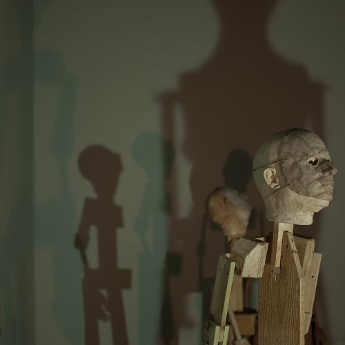 2017  Instalación con 3 figuras  Madera, resina, DMF, yeso cerámico, vidrio y acero.  Medidas Variables