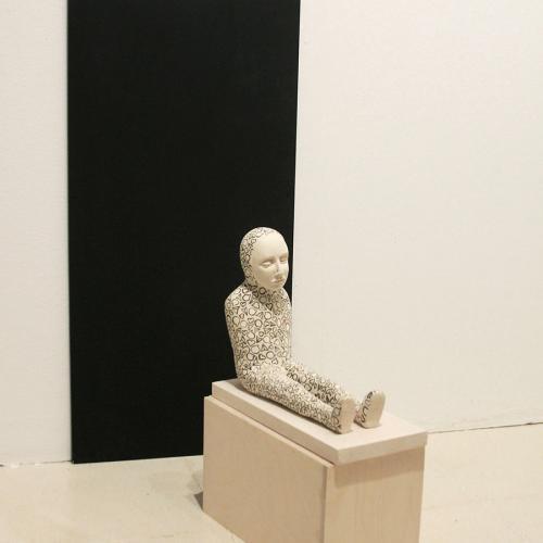 2018 Cerámica, esmalte, madera y textil. 75 x 40 x 50 cm